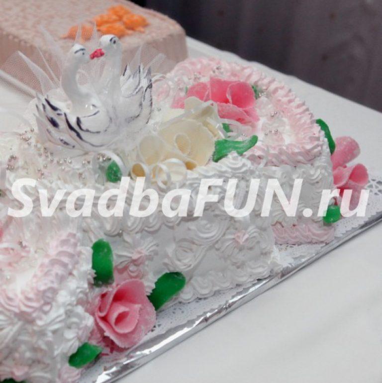 Розы в оформлении свадебных тортов – что выбрать