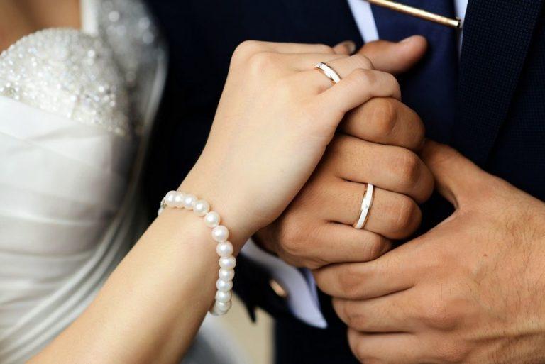Как выбрать и каким должно быть обручальное кольцо, примерная стоимость
