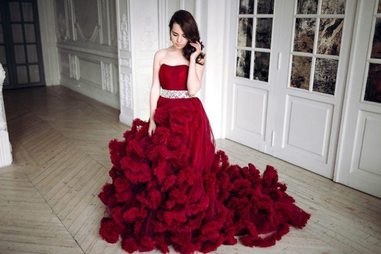 Фасоны красного платья на свадьбу, модные тенденции 2019-2020