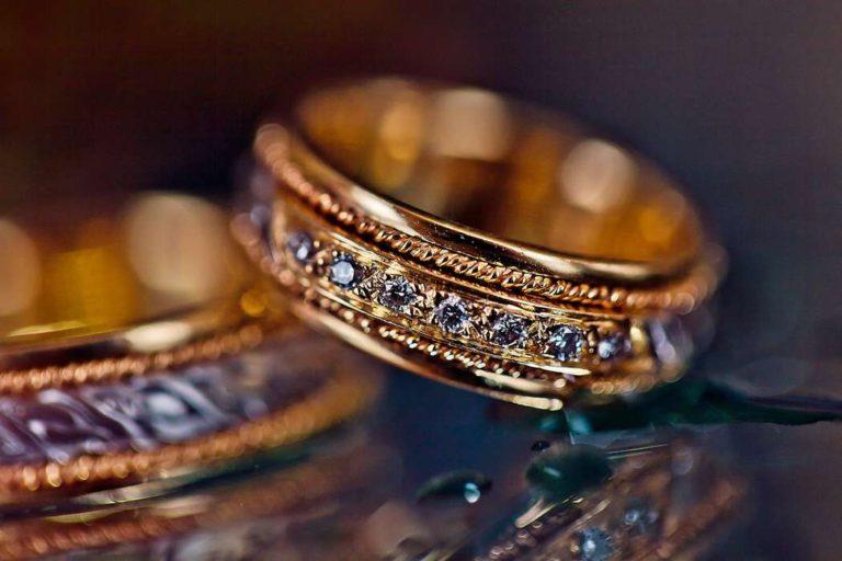 Модели золотых обручальных колец, их дизайн и формы